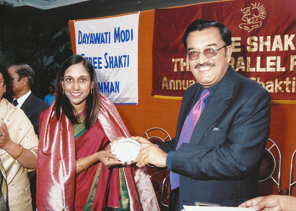 Awarding Laina Revindran